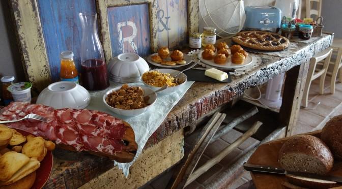 Il buffet della colazione alla Locanda degli Ultimi